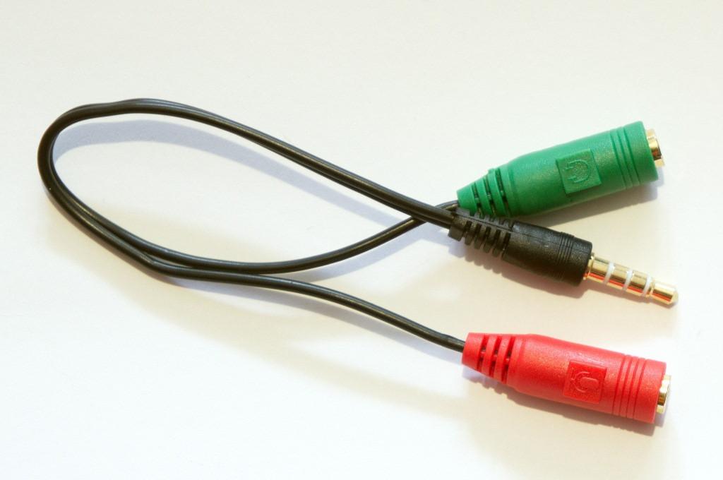 Аудио переходник DEFENDER 3,5 мм jack 4 pin - 2 х 3.5 мм jack