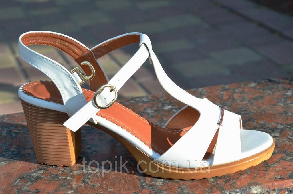 Босоножки женские на каблуке белые качественная искусственная кожа. (Код: 646а)