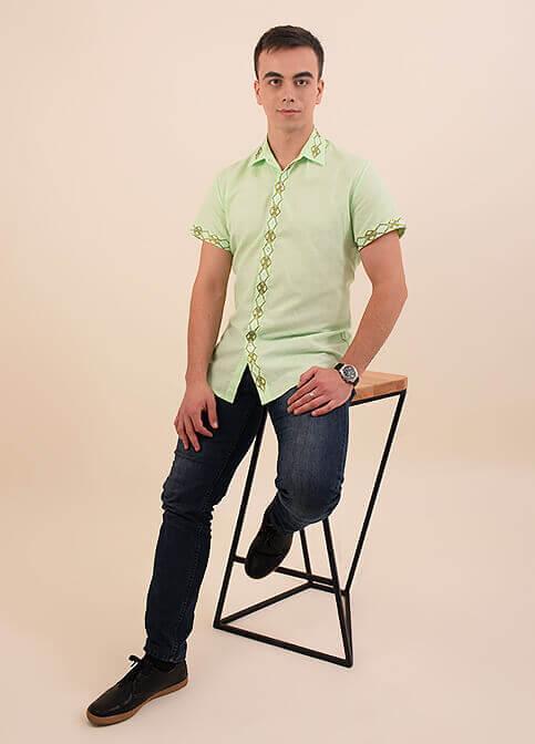 Молодежная мужская сорочка льняная расшита геометрическим орнаментом