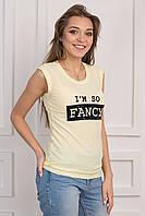 Летняя женская футболка желтого цвета с модным принтом