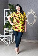 Желтая блуза свободного кроя, увеличенных размеров, с принтом красные розы