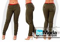 Стильные женские брюки со стрелками и красными вставками цвета хаки