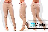 Стильные женские брюки со стрелками и красными вставками персиковые