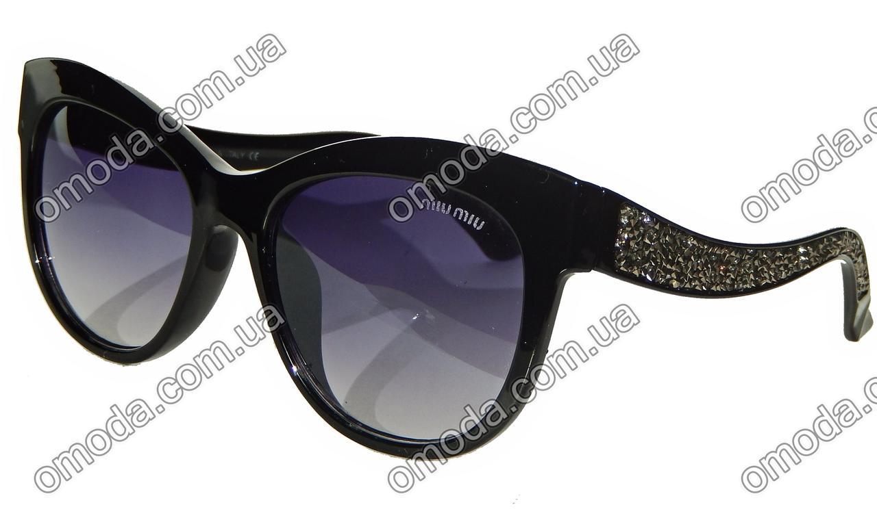 Стильные солнцезащитные очки с серебристыми кристалами на дужках в стиле MIU MIU черные