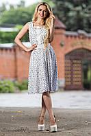 Скромное, но элегантное платье с оригинальным дизайном в области выреза и талии, фото 1
