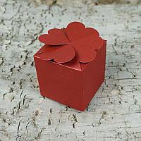 Картонная коробочка - Четыре сердца, бордовый перламутр с тиснением, плотность 220 г/м2,  5,8x5,8x5,8 см, 1 шт