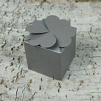 Картонная коробочка - Четыре сердца, серый перламутр с тиснением, плотность 220 г/м2,  5,8x5,8x5,8 см, 1 шт