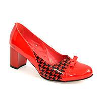 Женские красные туфли на невысоком каблуке. 37 размер