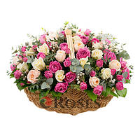 """Корзина """"Цветочный шедевр"""" 65 роз"""