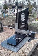 Гранитный одиночный памятник на могилу с крестом