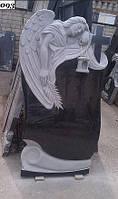 Одиночный гранитный памятник с ангелом
