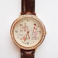 Женские кварцевые часы с кристаллами. Коричневый ремешок.