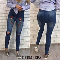 Женские стильные джинсы с вышивкой