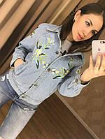 Куртка бомбер с цветами голубая