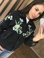 Модная куртка бомбер с цветами черная
