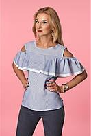 Модная блузка белого цвета с воланами и вырезами на плечах