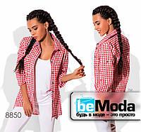 Молодежная женская рубашка в клетку оригинального кроя красная