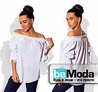 Оригинальная женская блуза с открытыми плечами и кружевными вставками белая