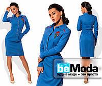 Стильное женское платье рубашечного кроя с оригинальной вышивкой на груди синее