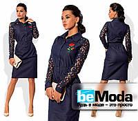 Эффектное женское джинсовое платье с гипюровыми рукавами синее