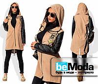 Оригинальная женская куртка из плащевки с бархатным напылением и рукавами из экокожи бежевая