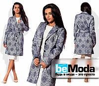 Необычное женское пальто из жаккарда с цветочным принтом синее