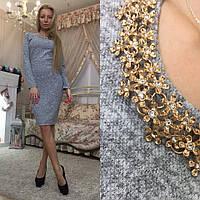 Облегающее платье футляр со съемным украшением колье