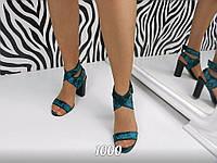 Женские красивые босоножки с ремешком вокруг ноги, изумрудного цвета.