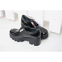 Туфли лакированные на платформе средней высоты