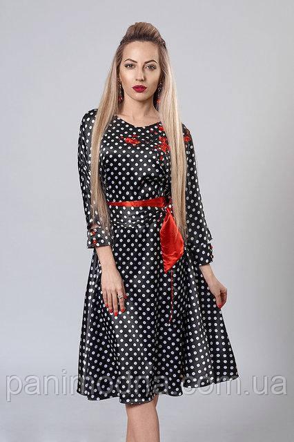 """Атласное черное платье-клеш с ярким поясом и вышивкой - """"Молли""""  код 510"""