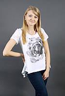 Модная женская футболка с гипюровой вставкой на спинке