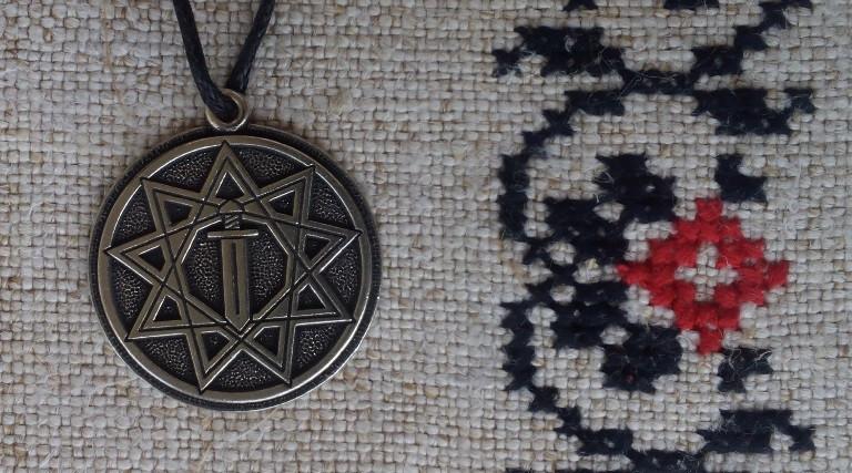 """Слов'янський оберіг """"Меч вістрям вниз в зірці Інглії"""", Оберіг має діагональ: 2,5 см, метал"""