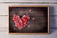 Поднос на подушке 025 сердце из лепестков