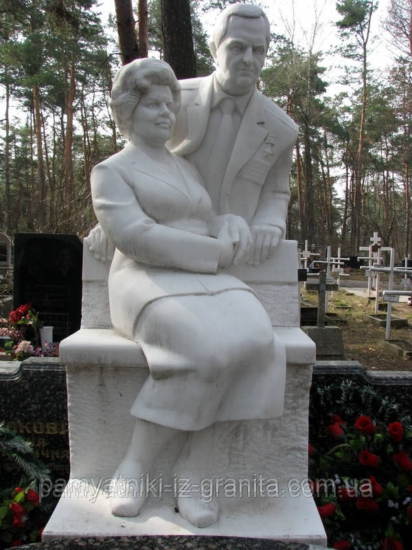 Скульптура семейной пары из мрамора № 15