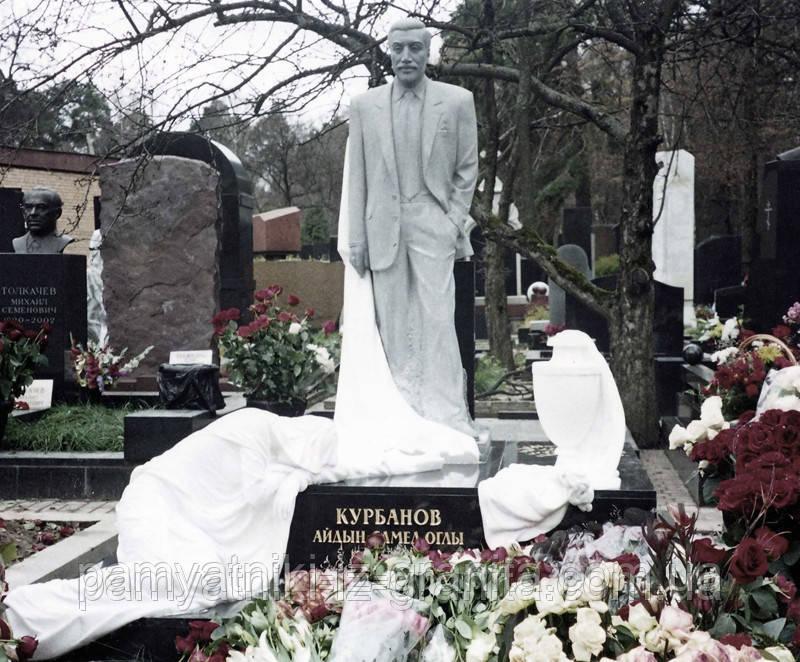 Скульптура мужчины из мрамора № 19