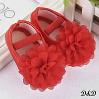 Обувь для самых маленьких красные пинетки