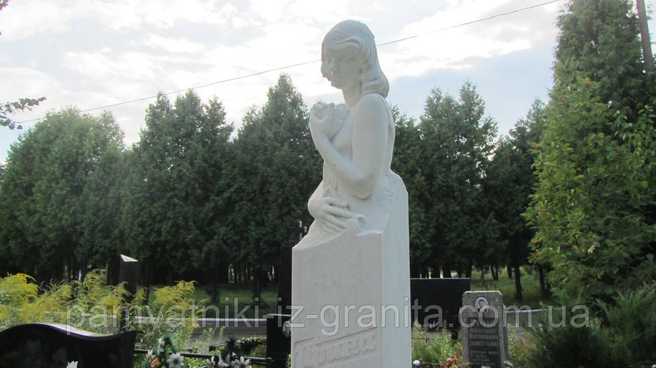 Скульптура женщины из мрамора № 34