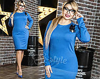 Шикарное платье футляр идеально сидит по фигуре. Главным украшением служит кружевная отделка низа.