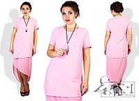 Оригинальное платье в формальном стиле. Платье имеет короткий рукав, и небольшой полукруглый вырез.