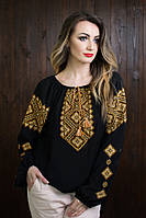 Стильная вышитая женская сорочка черного цвета с желтым орнаментом
