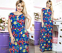 Платье с цветочным принтом. Фасон свободного кроя, с тонким поясом, который подчеркивает линию талии.