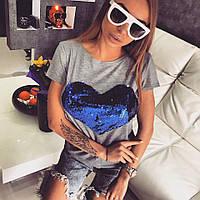 Женская серая футболка с сердцем из пайеток