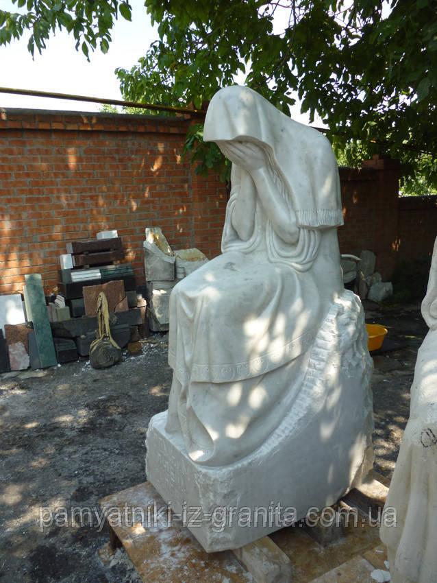 Скульптура плакальщица из мрамора № 43