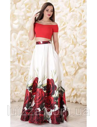 Вечернее платье в виде однотонного топа и юбки из атласа с принтом, фото 2