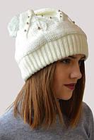 Белоснежная женская шапка с маленькими бусинками