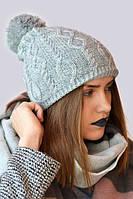 Пастельная зимняя шапка с красивым узором вязки