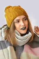 Яркая зимняя вязанная молодежная шапка