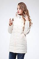 Демисезонный женский плащ бежевого цвета с большими карманами