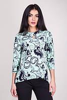 Бирюзовая блузка с удлиненной спинкой и красивым принтом
