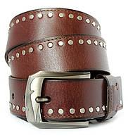 Стильный мужской кожаный ремень с заклепками под джинсы в коричневом цвете (11243)